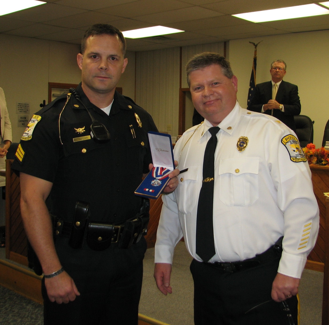 Police sergeant honored for courage in high-profile standoff with criminal
