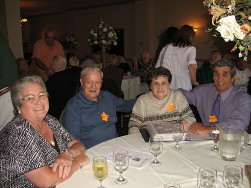 Former Chester residents gather to share memories with old neighbors