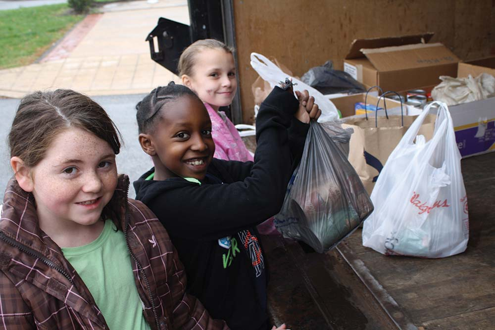 Parkside students collect holiday food for needy families