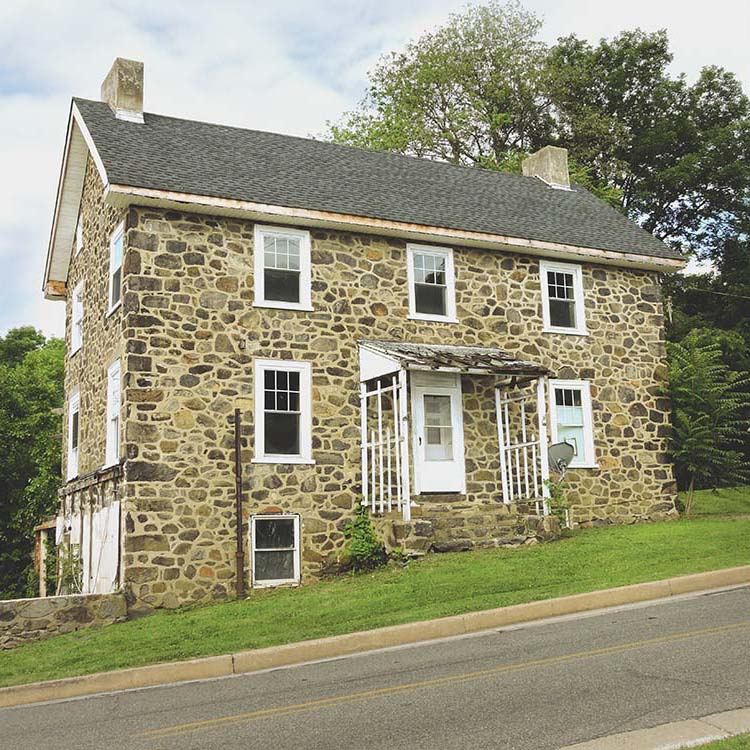 Advocates oppose demolition of 190 year-old property