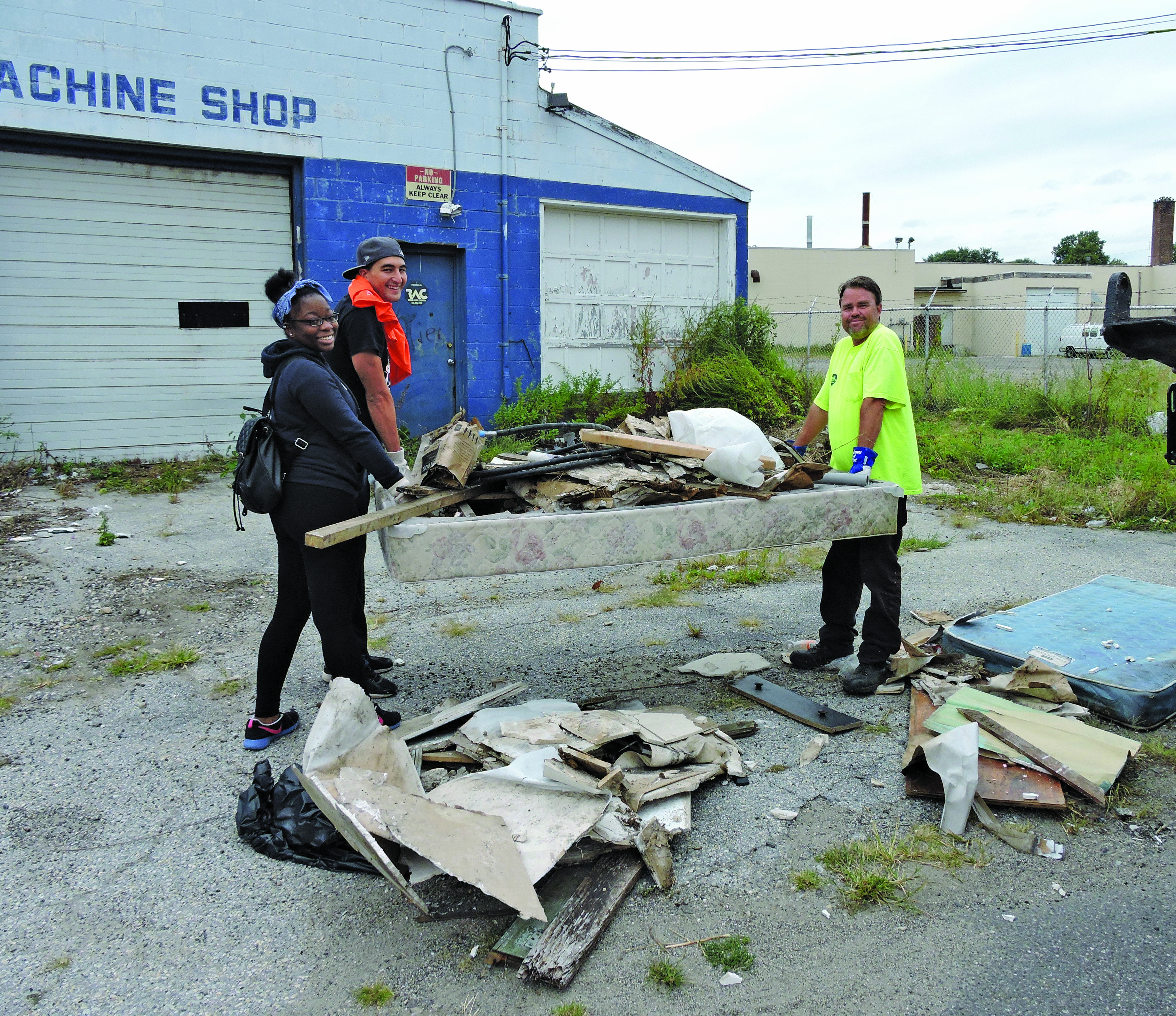 Eastern students help with annual Chester clean-up