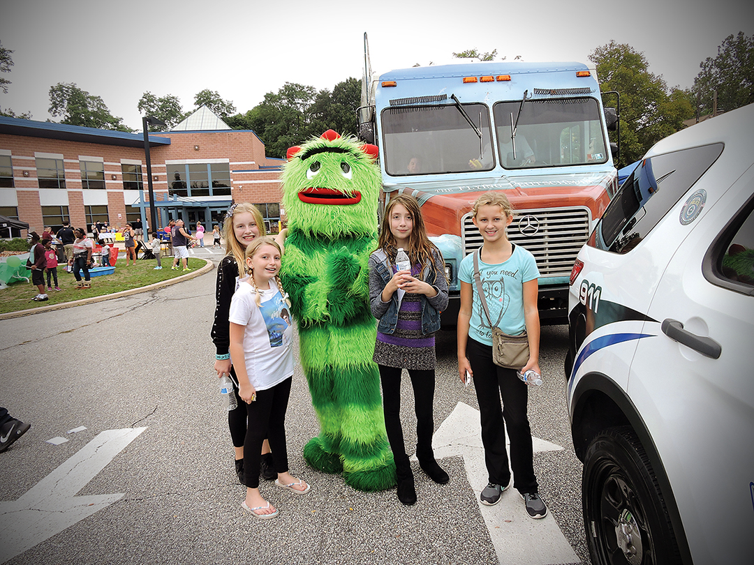 Yo Gabba Gabba character Brobee poses with Jenna Owens, Emily Laird, Sydney Anderson and Abby Gawne.