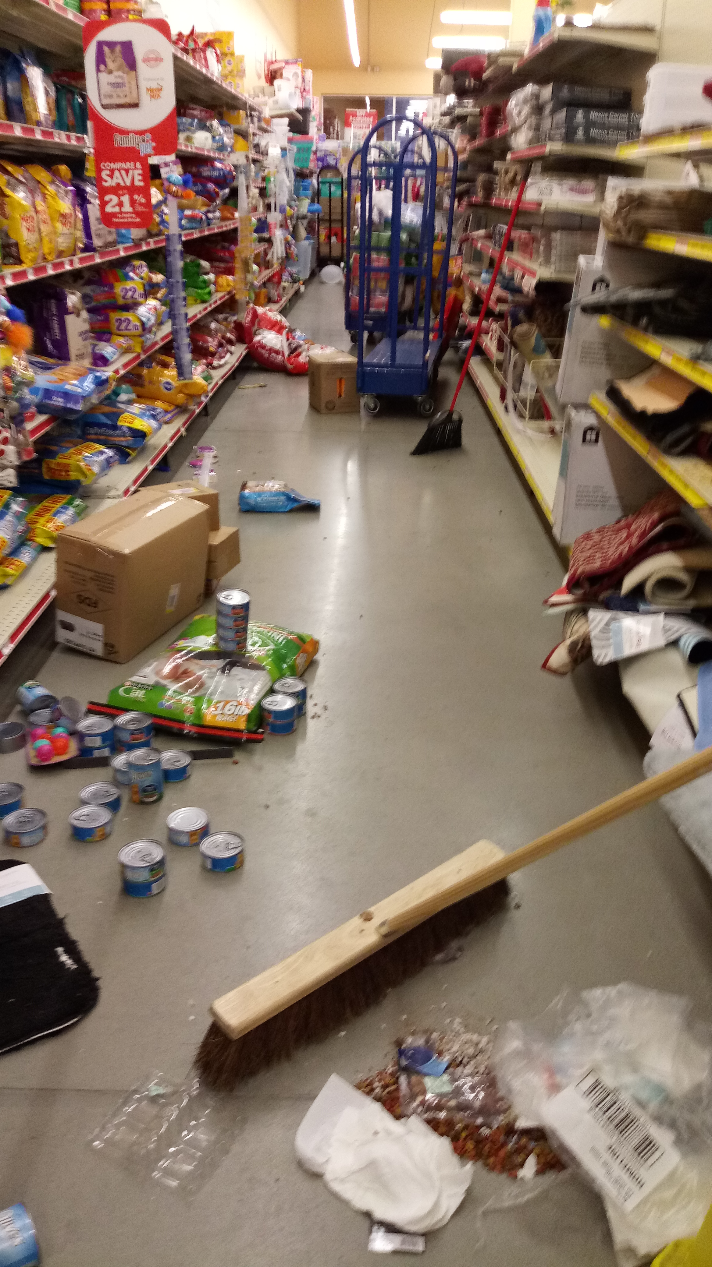 A Nasty Look Filth, clutter define local Family Dollar store